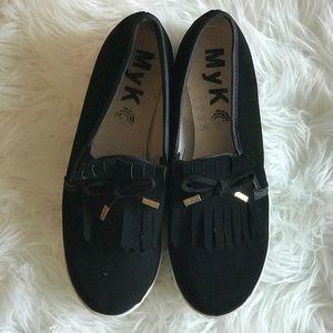 Black tassel platform shoes